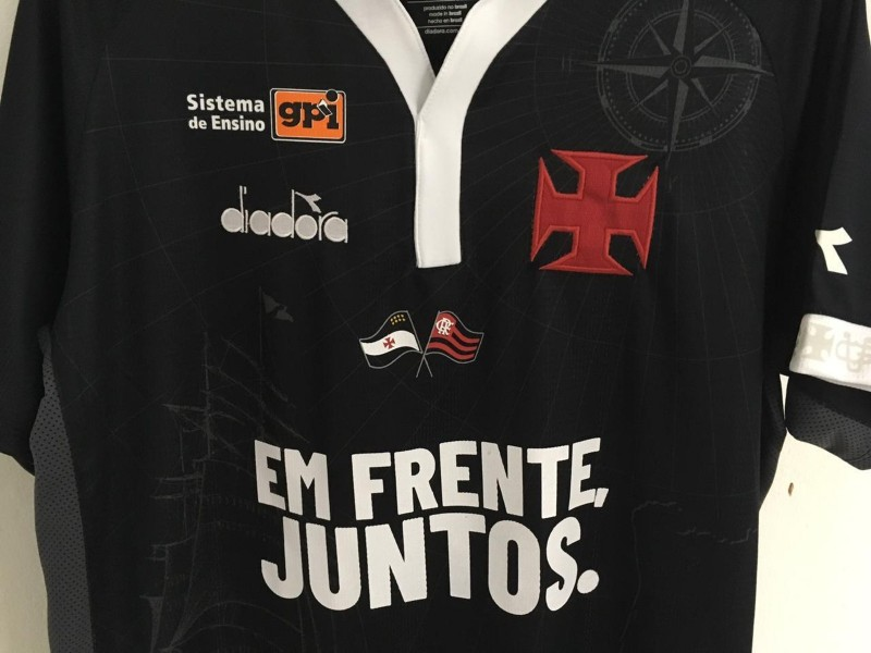 ac1b35a654 14 02 2019 Tributo ao Flamengo gera crise interna no Vasco A sempre  movimentada política do Vasco ganhou mais um ingrediente na quarta-feira.