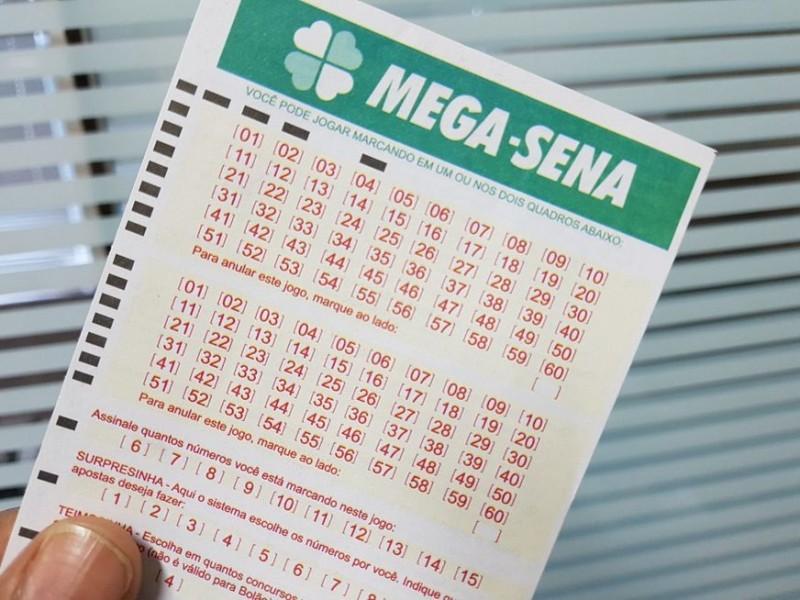 dee69fb57f 01/07/2019 Mega-Sena acumula e pode pagar R4 34,4 milhões A Mega-Sena  acumulou mais uma vez e agora pode pagar R$ 34,4 milhões caso alguém acerte  as seis ...
